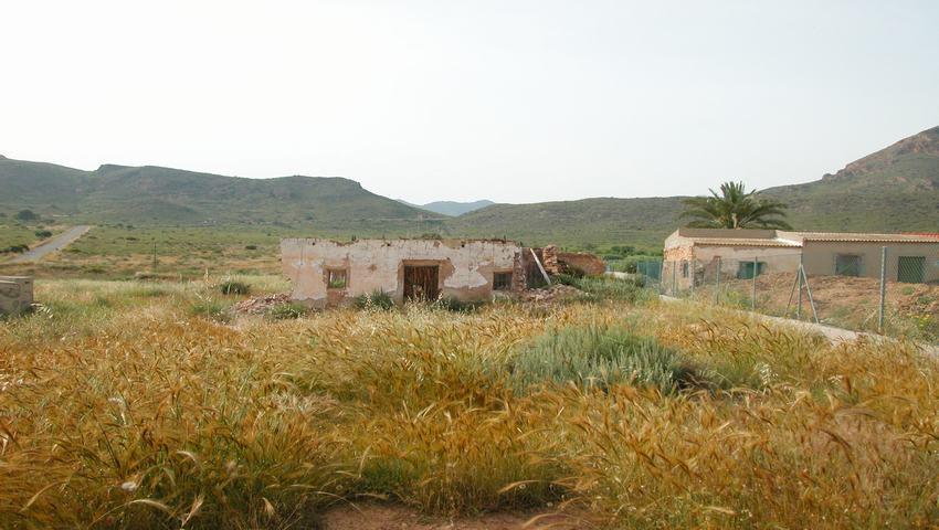 Finca rústica y urbanizable en venta en La Azohia