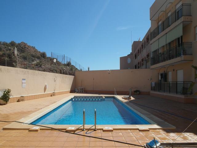 Piso amplio con piscina en venta en Puerto de Mazarrón