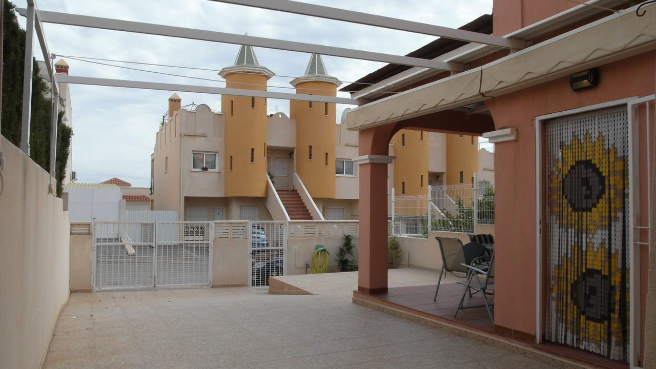 Duplex semiadosado con vistas al mar y piscina comunitaria en alquiler en Puerto de Mazarron