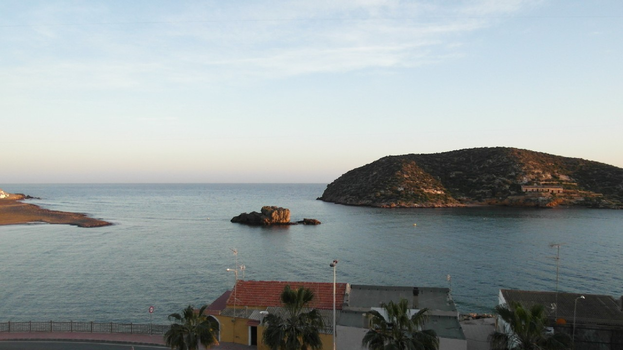 Exclusive apartment with sea view, A/C and parking for rent in Puerto de Mazarron