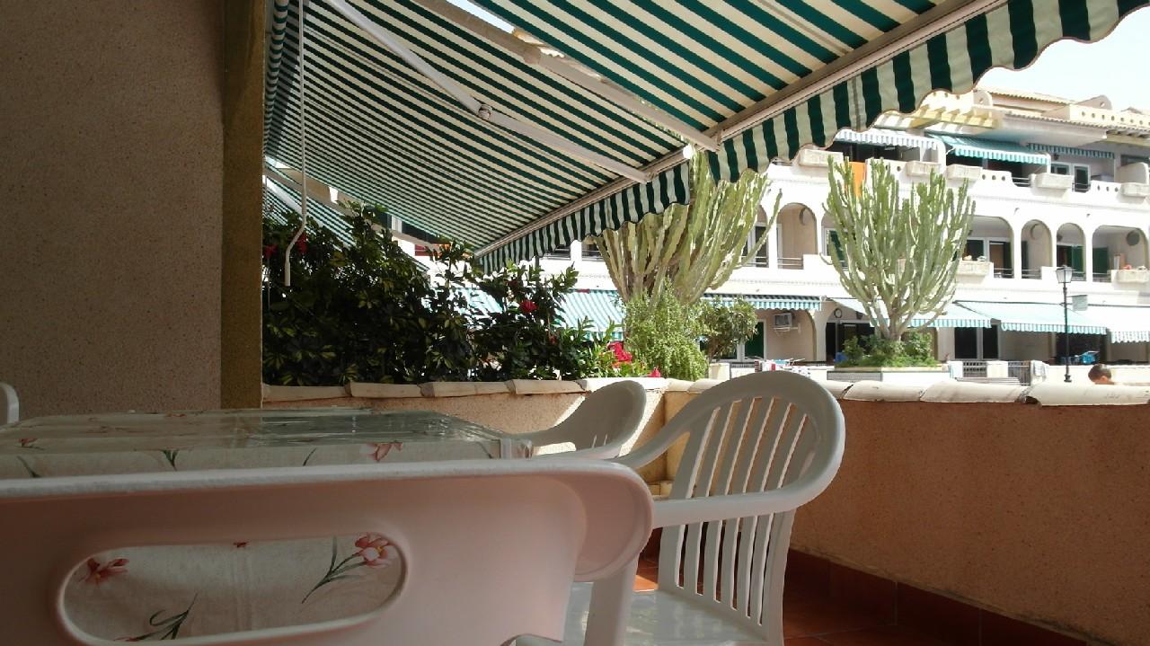 Apartamento bajo con terraza y piscina en alquiler vacacional en Puerto de Mazarrón