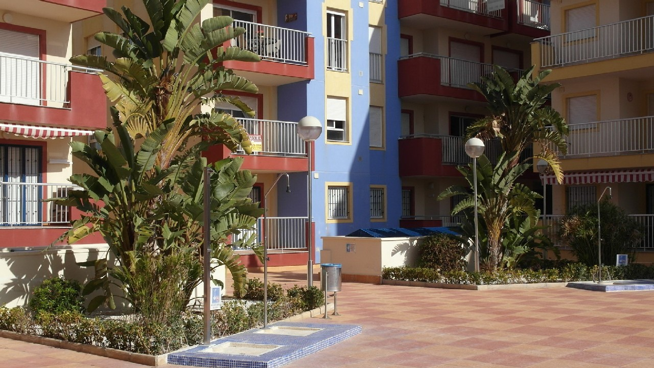 Apartment with pool, large parking space and huge storage room for sale in Puerto de Mazarrón
