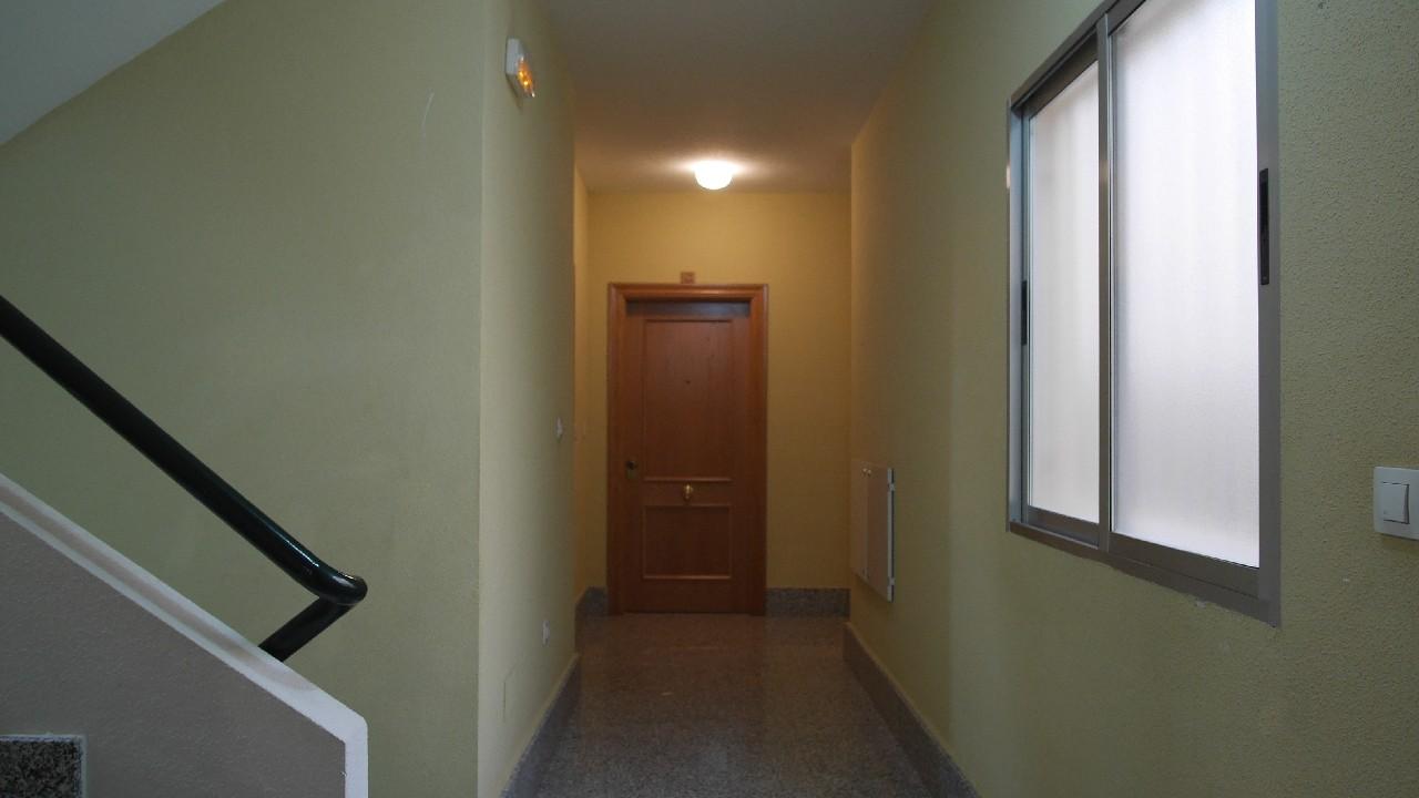 Apartamento céntrico, con patio y plaza de parking con trastero en venta en Puerto de Mazarron