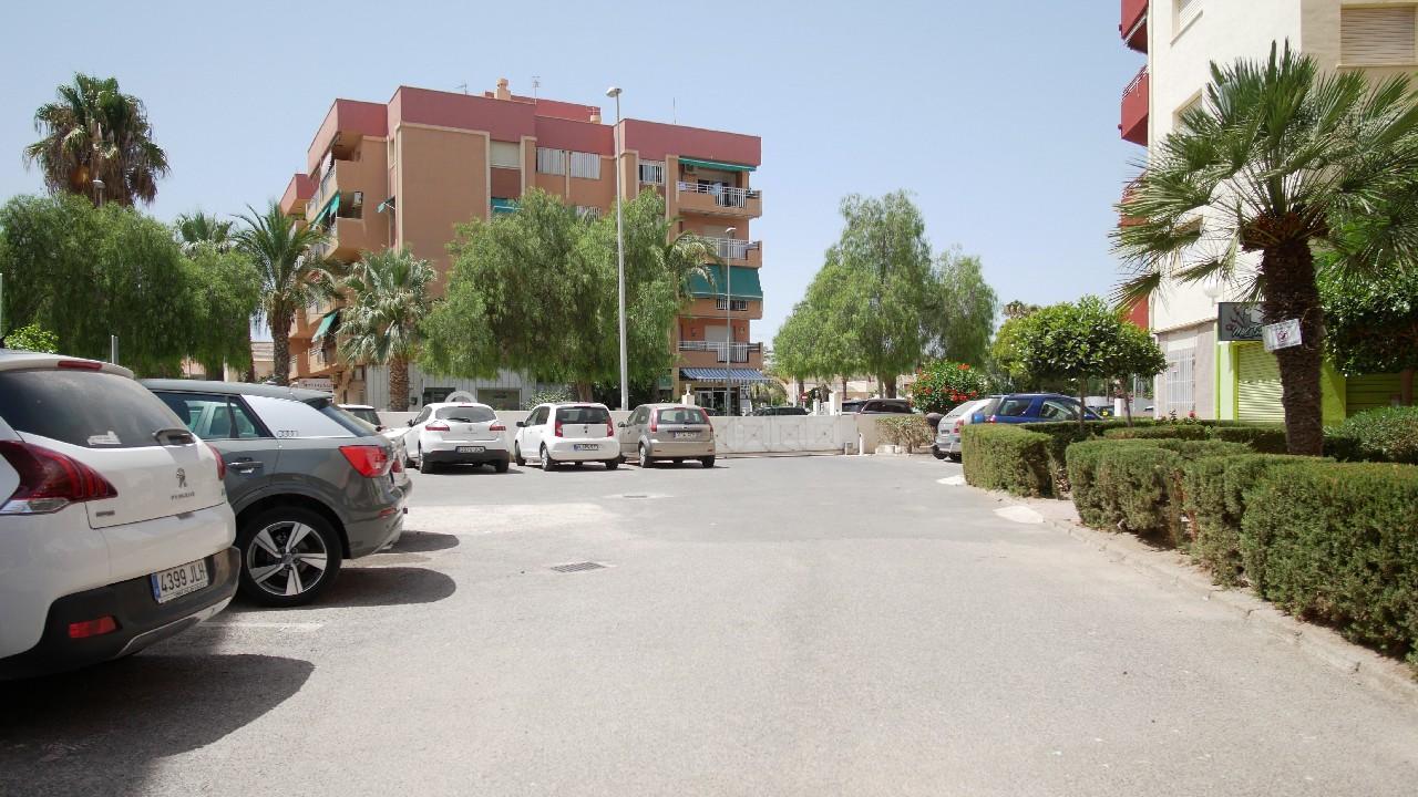Piso céntrico y cerca de la playa con parking en venta en el Puerto de Mazarron