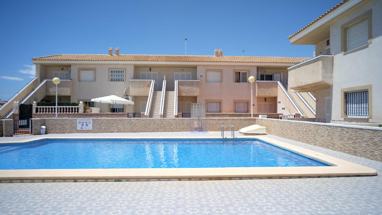 Apartamento en planta baja con piscina en venta en el Puerto de Mazarron