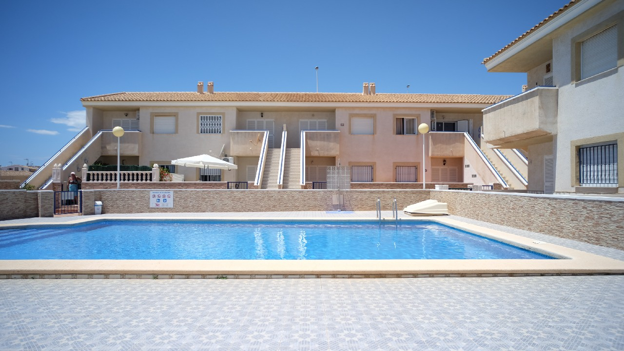 Apartamento con piscina y A/A en alquiler vacacional en el Puerto de Mazarron