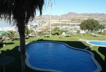 Piso con piscina, parking, pista de tenis y trastero en venta en el Puerto de Mazarron