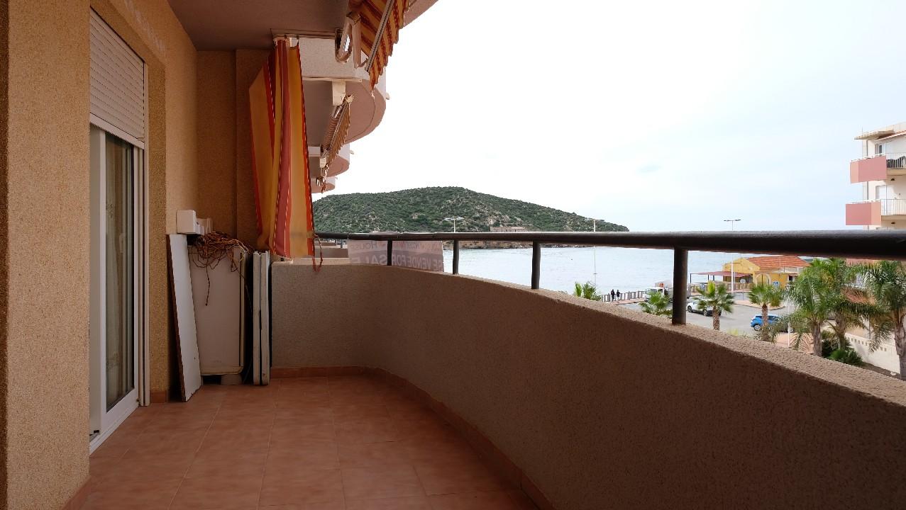 Apartamento con vistas al mar, parking y piscina en venta en Puerto de Mazarron