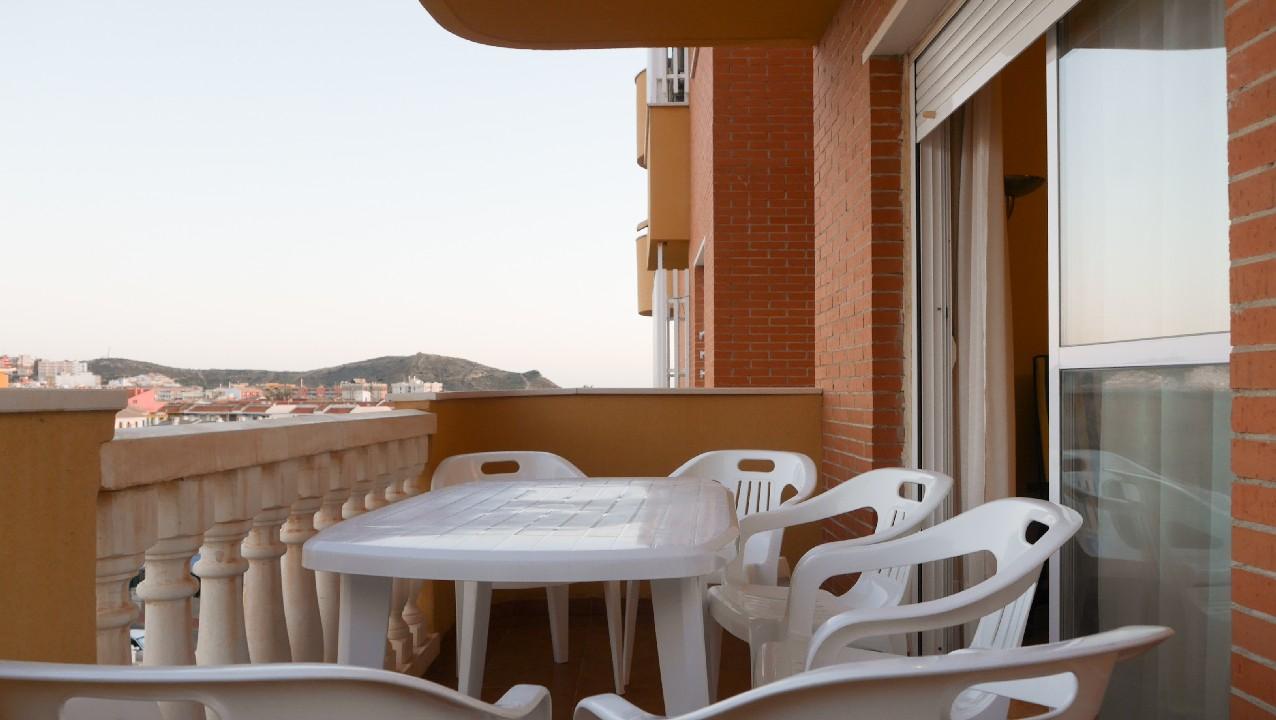 Apartamento con parking y piscina comunitaria en venta en el Puerto de Mazarron