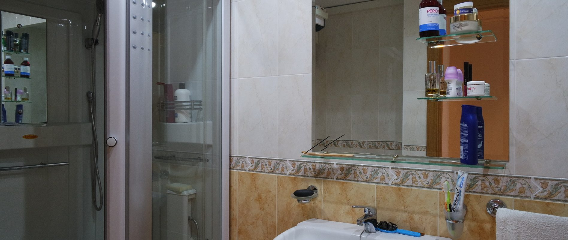 Downtown apartment with parking and storage for sale in Puerto de Mazarron