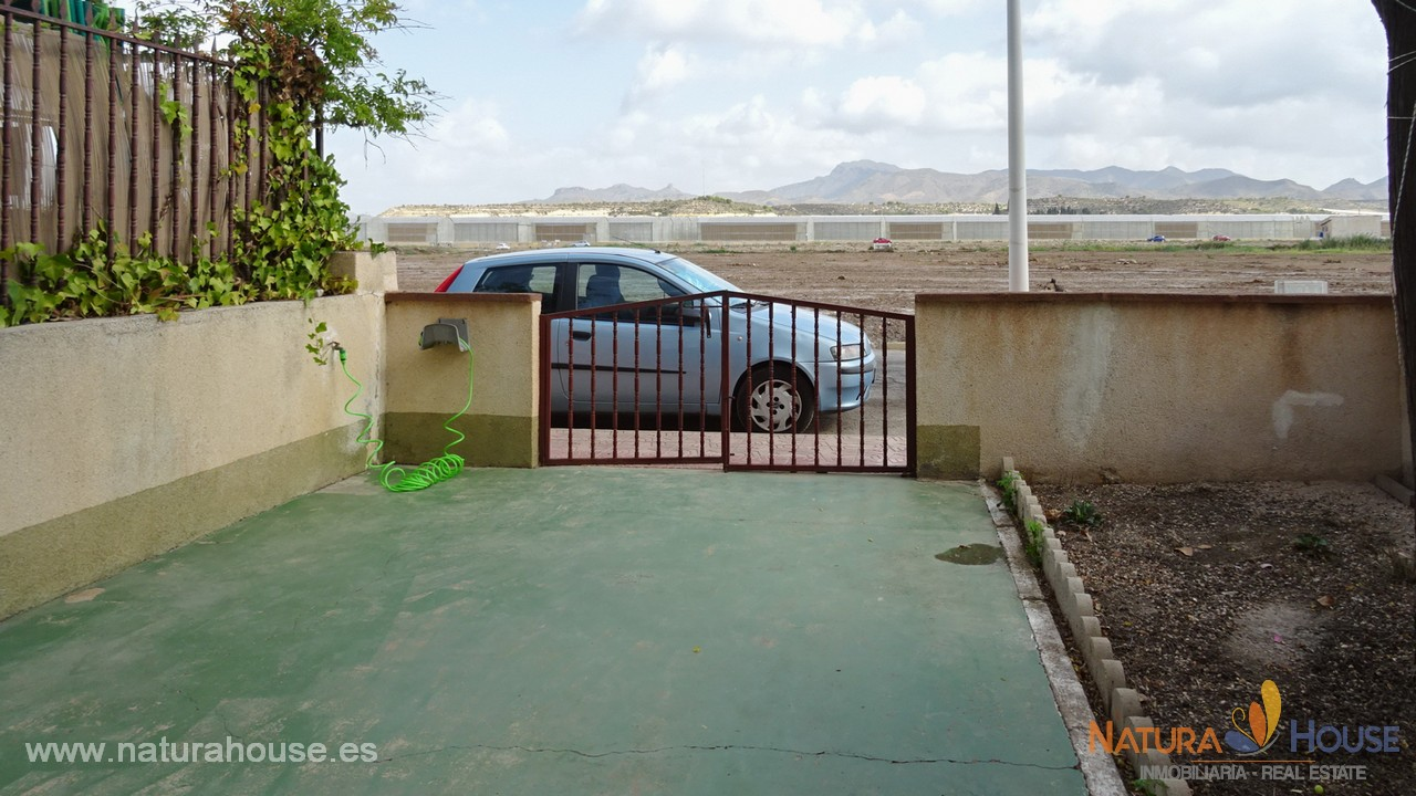 Planta baja con jardín y piscina en venta e Puerto de Mazarron